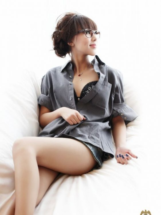 sexy Nanjing escort girl do massage for you