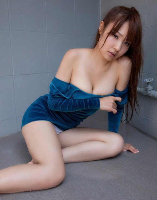 Sexy hot 22 year old girl give you full service